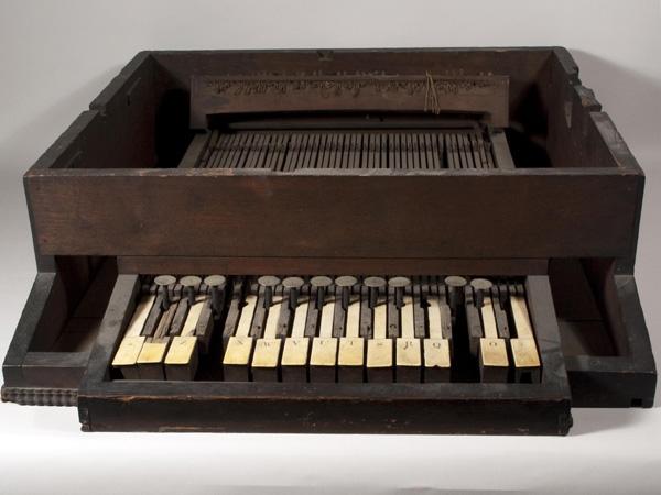 Máquina de escribir con teclado tipo piano