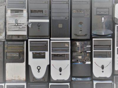 Muchos PC apilados